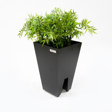 jardinera metálica exterior